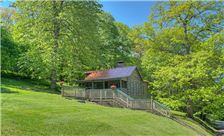 Front Lawn Cabins & Historic Rustic Cabins - Chesterfield Rustic Cabin
