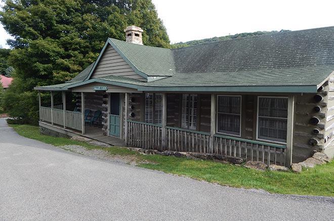 Valleyview Rustic Cabin of Mountain Lake Lodge, Virginia