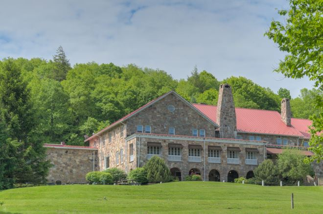 Main Stone Lodge in Mountain Lake Lodge